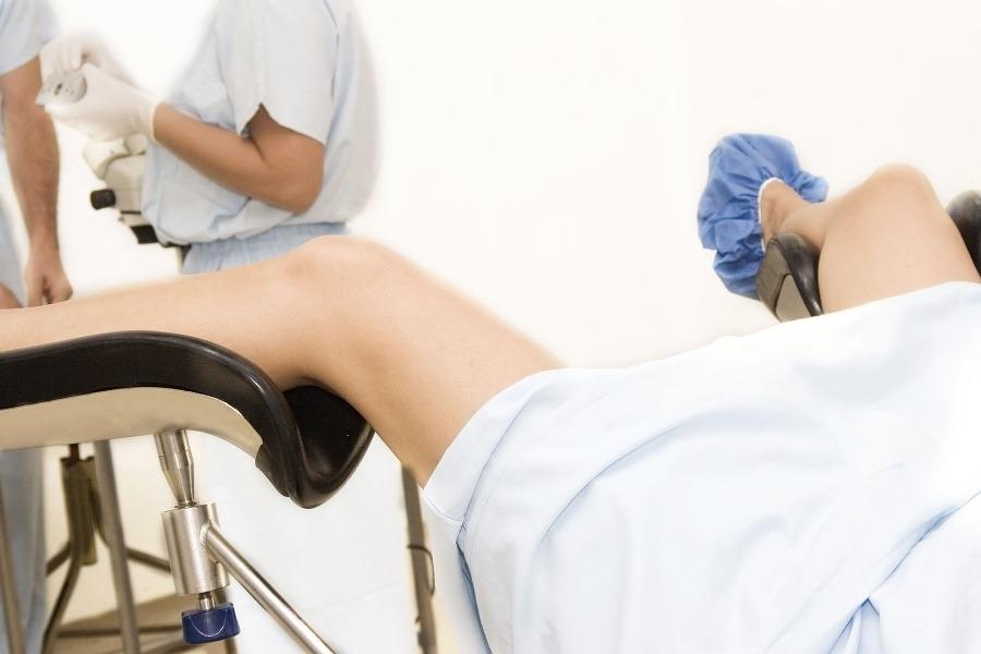 осмотр на кресле у гинеколога