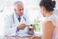 врач назначает антибиотики